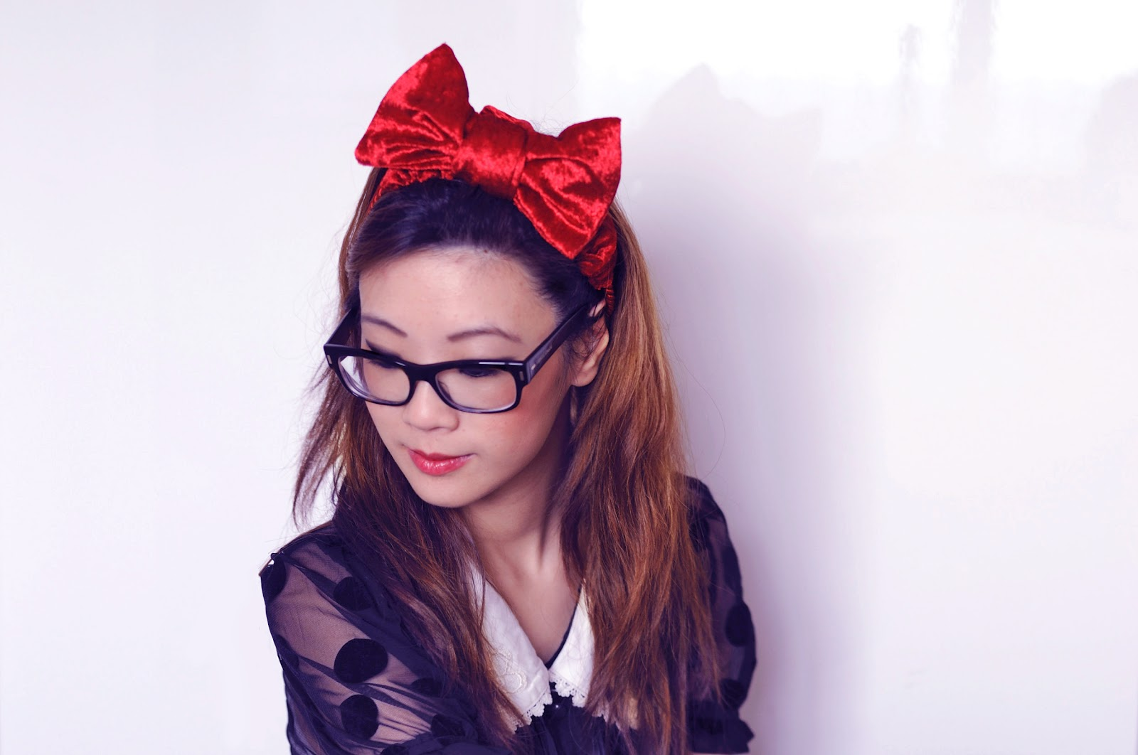 how to wear a large red hair bow