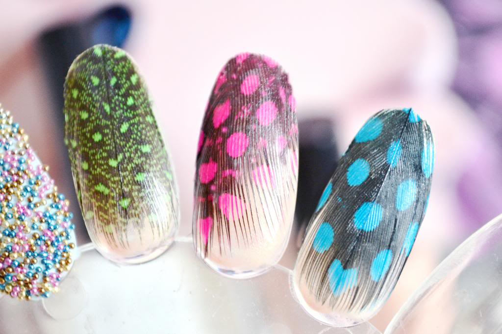 How To Do A Feather Feathered Manicure