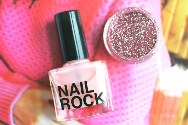 nail rock glitter manicure, glitter manicures