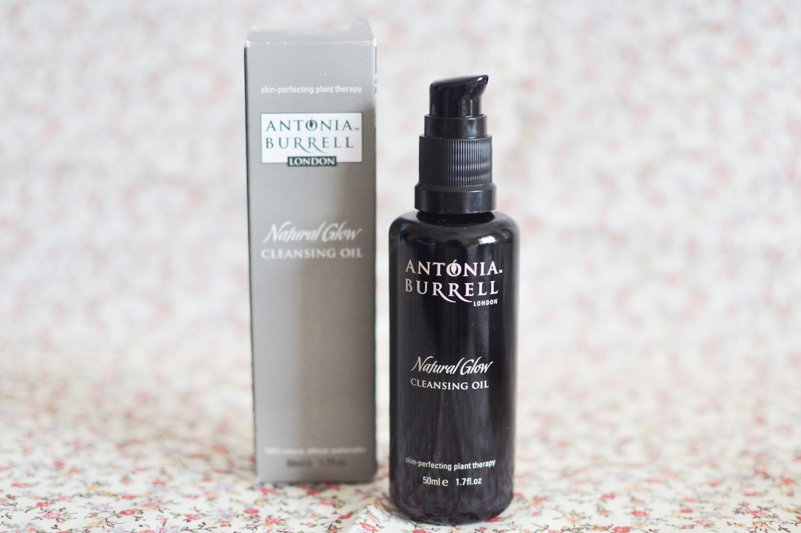 cleansing oil, double cleansing, natural glow cleansing oil, antonia burrell cleansing oil, natural cleanser