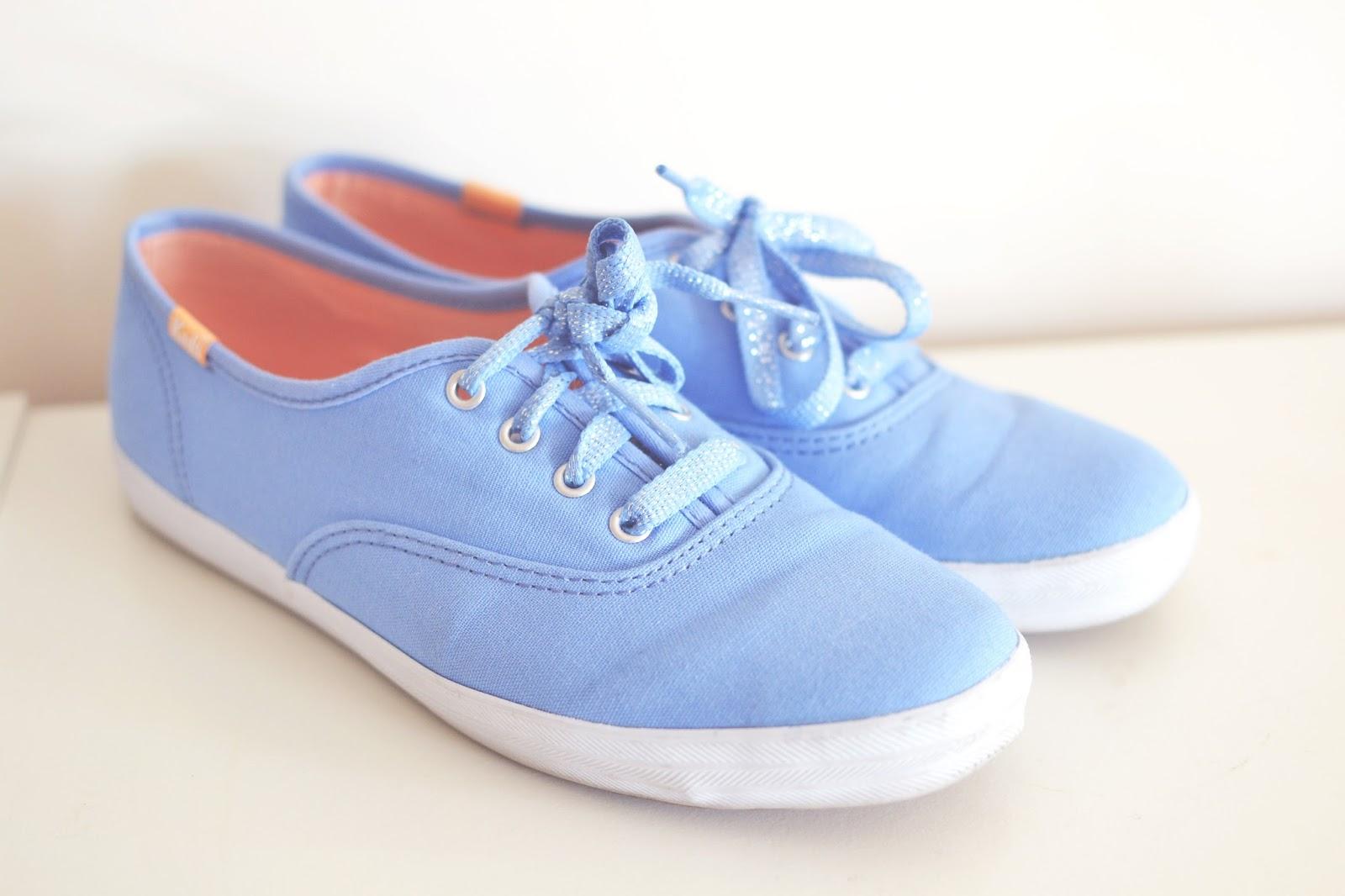 blue keds, blue trainers,