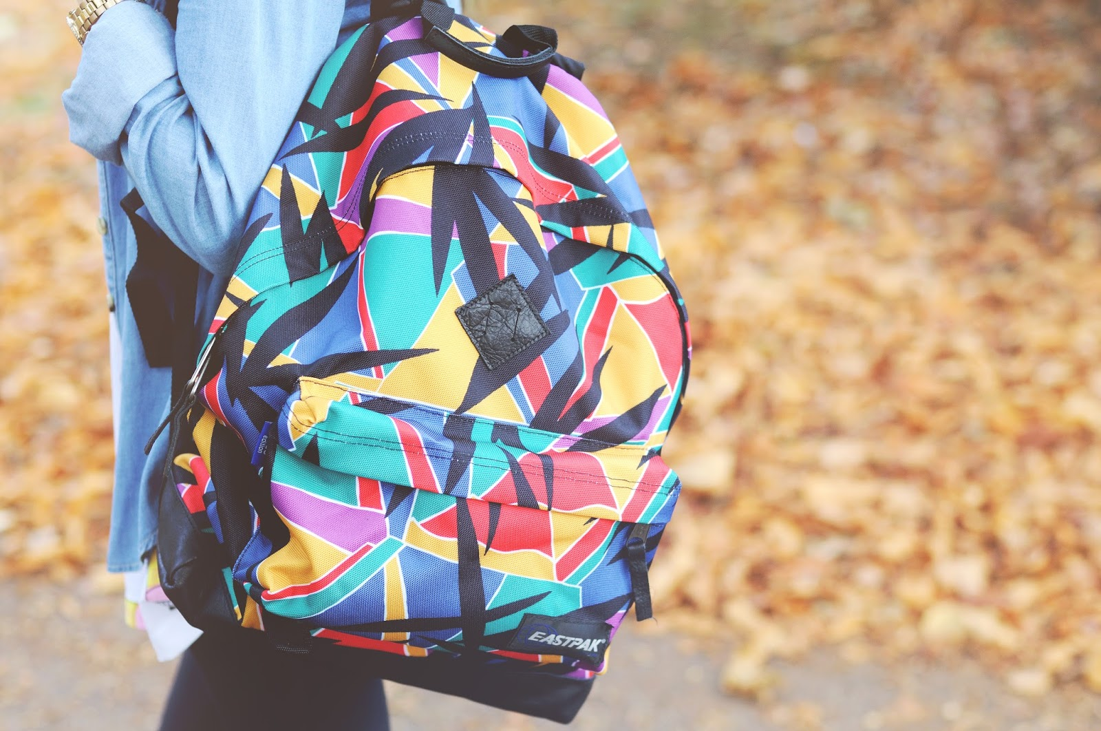 how to style backpack, 80's print backpack