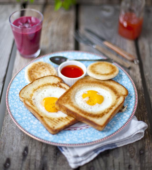 hole in the bread, breakfast idea,
