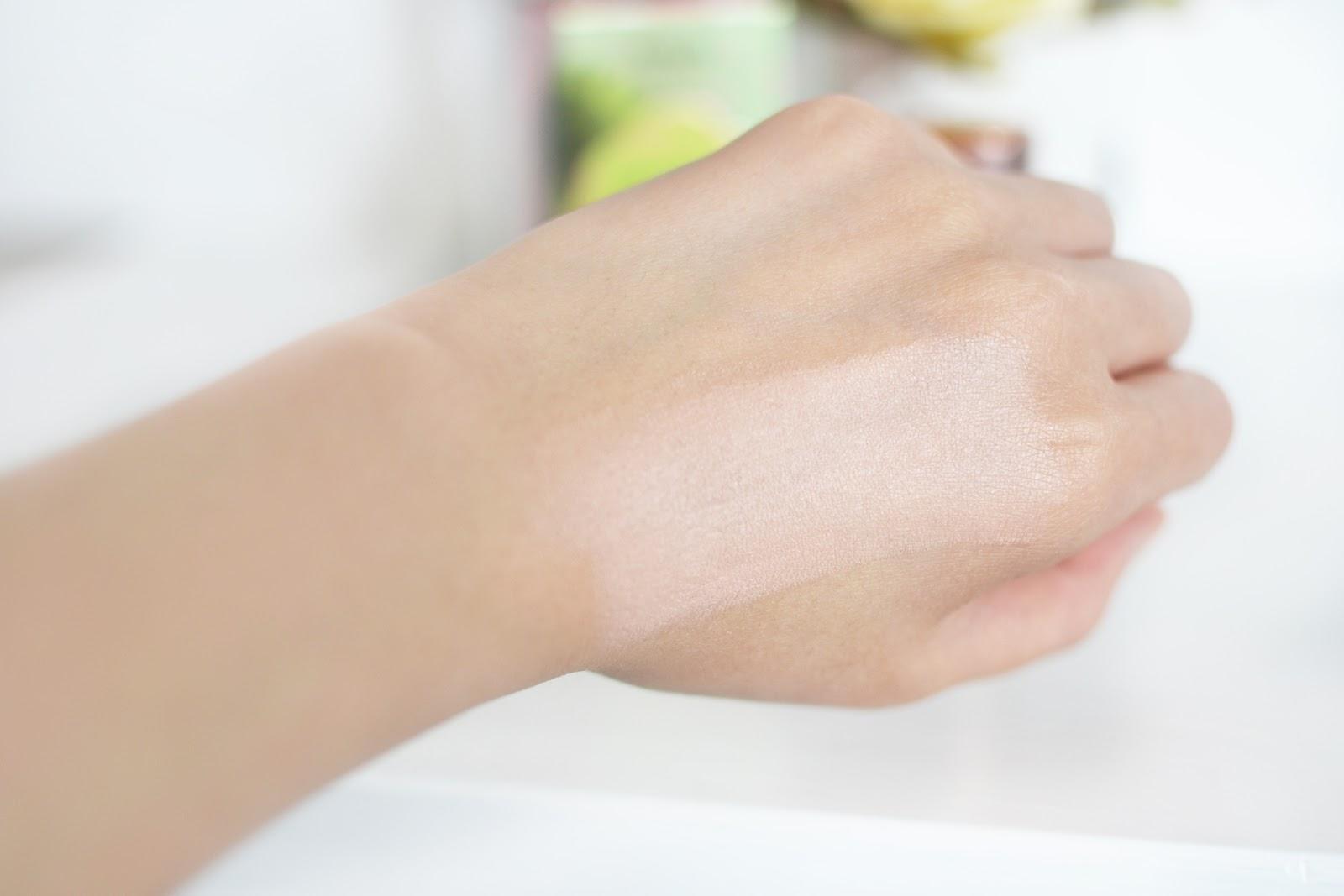 Benefit's Dandelion Shy Beam swatch