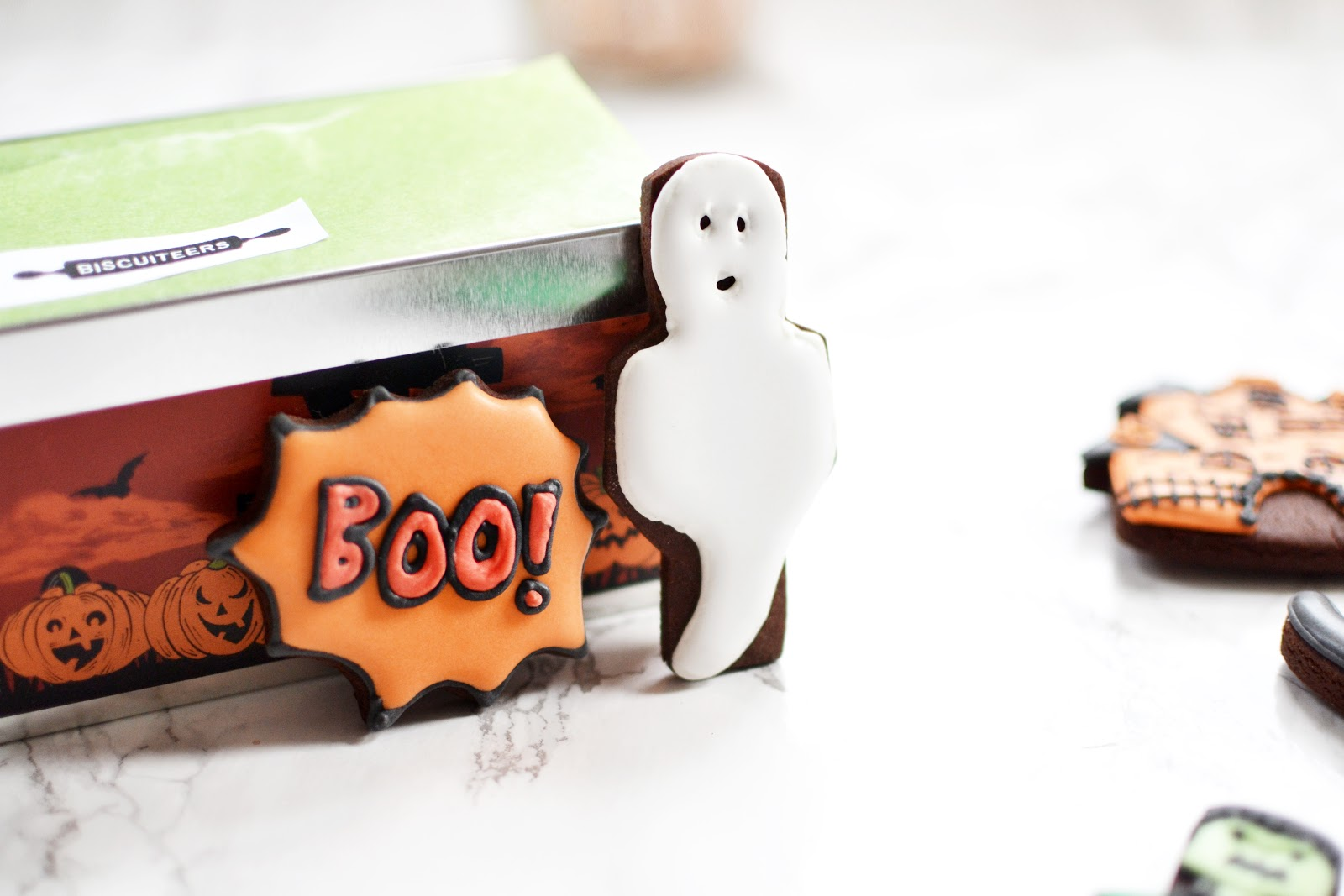 halloween iced biscuits