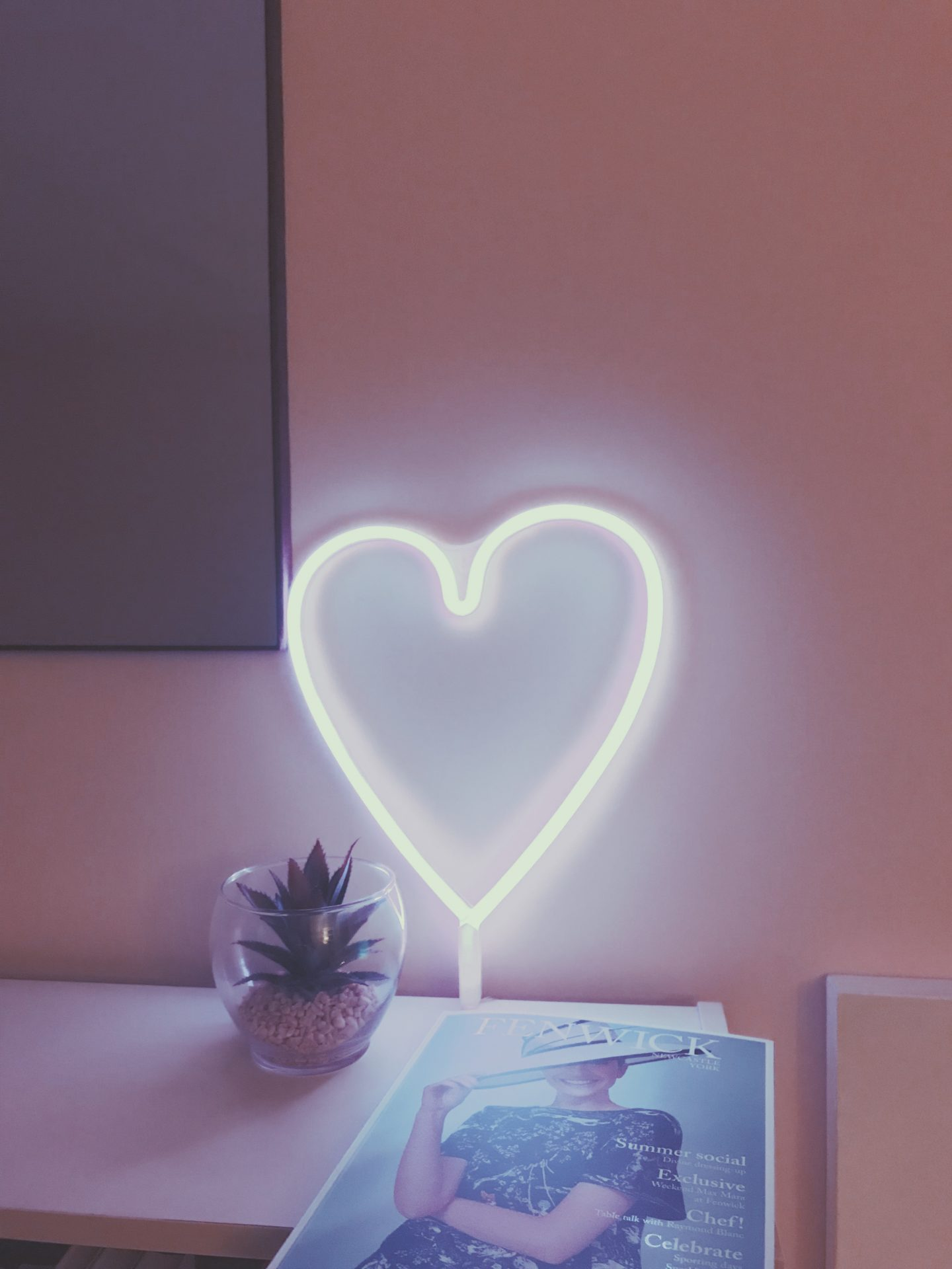 HEART SHAPED NEON LIGHT